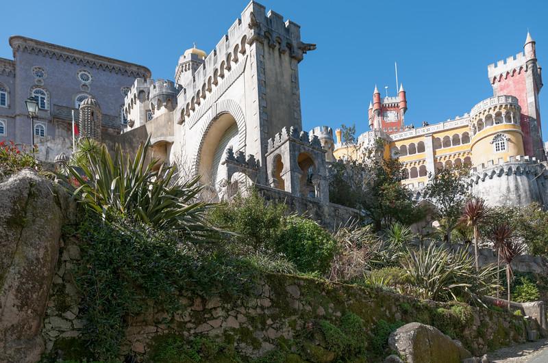 Hier das Scloss von Ferdinand dem Zweiten: Palacio Nacional da Pena.