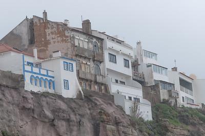 Die meisten Häuser lagenetwas erhöht, gut geschützt von den Wellen.