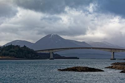Unser Hotell lag direkt an der Brücke von der Insel Skye zurück aufs Festland. Bernd schlug vor, zu Fuss über die Brücke zum Bahnhof zu gehen. Zum Glück hatte die Hotellbesitzerin ein einsehen und fuhr uns mit dem Auto.
