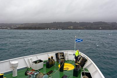 Hier sind wir schon fast auf Skye angekommen. Von dort haben wir einen Bus zu unserem Hotel in Kyleakin gefahren. Morgen gehen wir über die Brücke zurück aufs Festland und nehmen den Zug nach Inverness. Das Wetter soll besser werden!