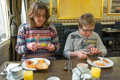 Wie zu erwarten gab es ein schottisches Frühstück. Das isst man woanders zu Mittag. War lecker, aber der Toast war etwas verbrannt.