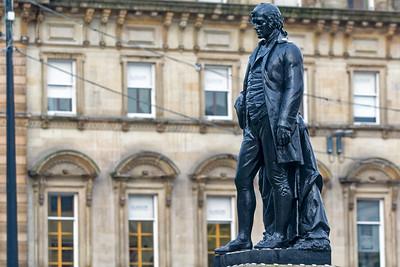 Robert Burns, ein schottischer Dichter und Frauenheld. Ihm zu Ehren feiern die Schotten Ende Januar mit viel Alkohol und Haggis die Burns Night.