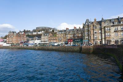 Oban liegt nördlich von Glasgow an der Westküste. Schöner Ort, aber die Saison geht erst in ein paar Wochen los.