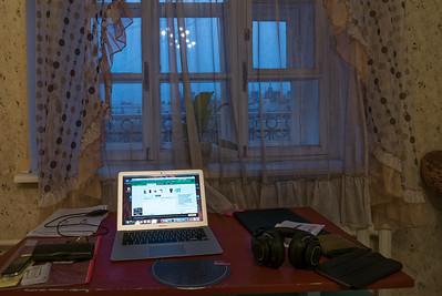 An diesem Platz in meinem Zimmer mache ich Abends meine Hausaufgaben.
