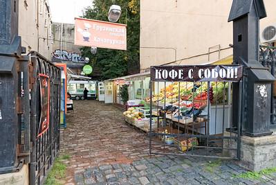 Ein kleiner Markt in der Nähe meiner Wohnung. Da werde ich mich mit Obst und Gebäck versorgen.