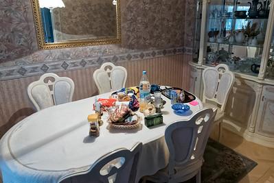 Hier bekomme ich zusammen mit meiner japanischen Zimmernachbarin jeden Tag Frühstück und Abendessen. Das Essen ist einfach und besteht oft aus in der Mikrowelle aufgewärmten Fertiggerichten. Man sagte uns, dass eine normale russische Familie so isst.