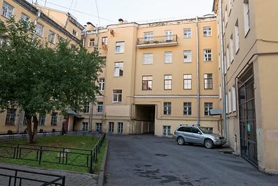 Das zimmer oben links mit Balkon ist meins. Im Zimmer rechts daneben wohnt eine Japanerin, die hier auch Russisch lernt.