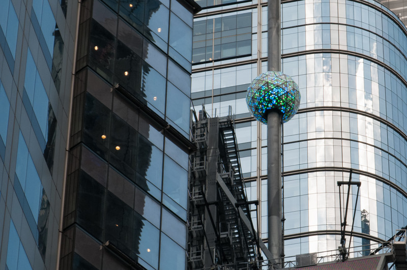 Diese Kristallkugel steigt im Laufe des Jahres auf und fällt am Jahresende wieder herunter. Ein fester Bestandteil der Sylvesterfeier.