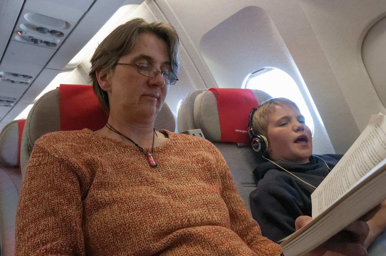 Helga liest und Richard hört Eminem. Zum Glück singt er nur leise.