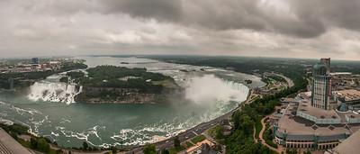 Panorama: Links die 2 kleineren, amerikanischen Fälle. Rechts der grosse Hufeisenwasserfall in Kanada.