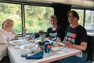 Das Essen im Speiswagen war gut und preiswert.