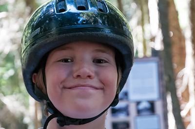 Für die Kinder waren Helme Pflicht. Natürlich nahmen Helga und Bernd auch einen.