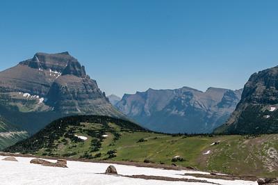 Hier sieht man, dass die Landschaft von Gletschern geformt wurde. Vor 150 Jahren waren es noch mehr als 100. Jetzt sind es noch 25. In 20 bis 30 Jahren ist wohl keiner mehr da.