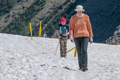 Richards und Helgas Schuhwerk war nicht gerade ideal für den Schnee. Sandalen...