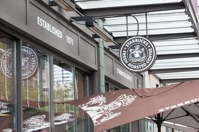 Hier der erste, noch mit dem alten Logo. Kein anderes Starbucks Kaffee benutzt dieses Logo noch.