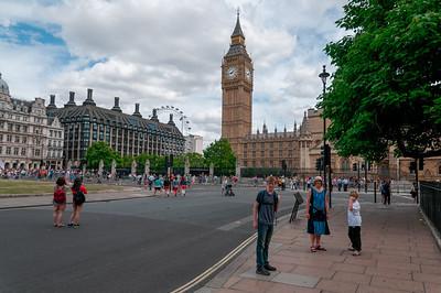 Im Hintergrund sieht man schon das Riesenrad: London Eye.