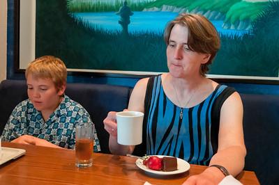 Mittagessen durften wir auch noch. Der Schokoladenkuchen war wohl etwas heftig.