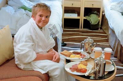 Richard freut sich auf das Frühstück in der Kabine.