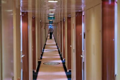 Die Gänge auf Deck 6, wo unsere Kabine ist, erscheinen unendlich lang.
