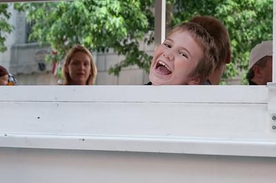 """Oskar fanden die Stadtrundfahrt mit dem Amphibienfahrzeug (""""Ride the Duck"""") lustig."""