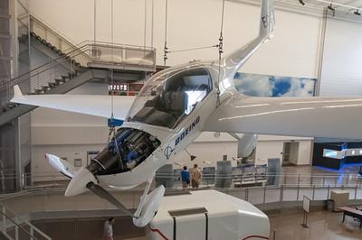 """Die """"Future of Flight"""" Tour bei Boeing. Sieht so die Zukunft aus? Ein Elektroflugzeug, angetrieben von einer Brennstoffzelle."""