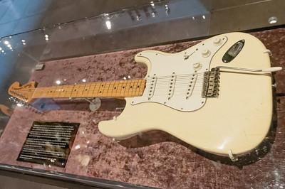 Im heiligen Schrein des Museums liegt die Fender Stratocaster, mit der Jimi Hendrix auf dem Woodstock Festival gespielt hat.