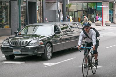 Man sieht überraschend viele Radfahrer in der Stadt.