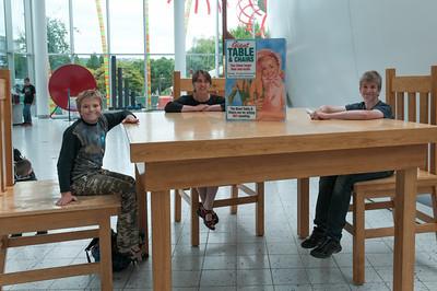 Am Tisch der Riesen im Science Museum.