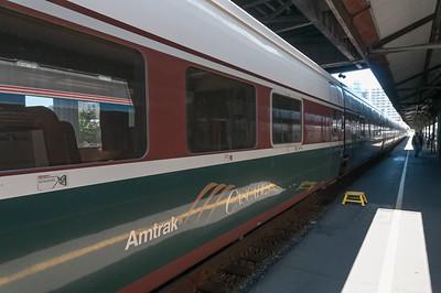 Während unser Zug recht alt aussah, stand am Gleis nebenan ein moderner Pendelzug vom Typ Talgo.