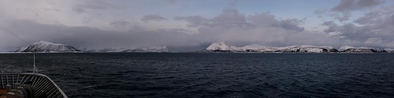 Das Wetter war heute leider nicht so toll. An dieser Stelle konnte man kaum sehen, wo es weiter geht. Über 4 km ging es durch einen künstlichen Kanal, der 1922 fertiggestellt wurde (Risøyrenna).