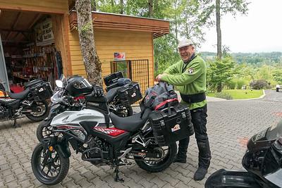Die Motorräder waren schnell gepackt. Uli hat uns dann noch gute Tips für die Reise gegeben. Den Anfang der Reise haben wir daraufhin geändert und sind direkt nach Argentinien gefahren.