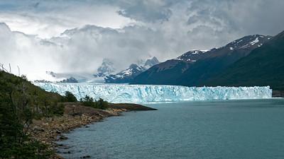 Die Eiskante des Perito Moreno ist zwischen 50 und 70m hoch.