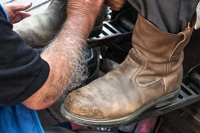 So sahen die Stiefel vorher aus. Der Schuhputzer fragte, wann ich die zum letzten Mal geputzt habe...