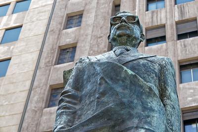 Salvador Allende kam 1973 bei der Erstürmung der Moneda ums Leben. Jetzt hat er ein Denkmal vor der Moneda bekommen!