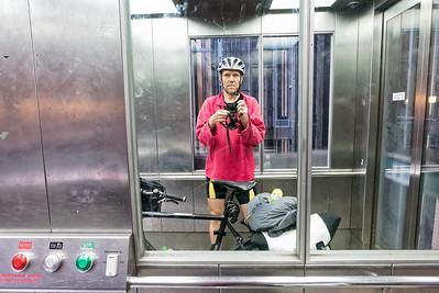 Per Fahrstuhl bin ich in den alten Elbtunnel gelangt.