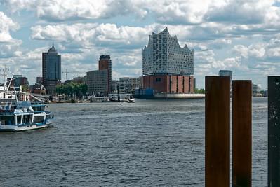 Hoffentlich wir die Elbphilharmonie in Hamburg bald eröffnet. Sieht schick aus!