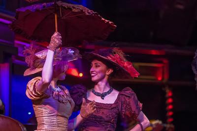 In der Show wurde die Entwicklung des Tangos in den letzten hundert Jahren gezeigt.