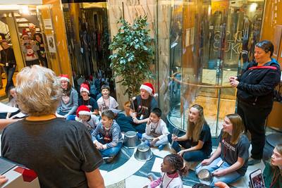 Am Heiligenabend wurde im Atrium des Schiffs zusammen gesungen. Auf Norwegisch, Englisch und Deutsch.