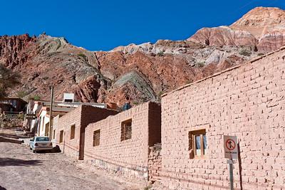 In Purmamarca und im Tal Humahuaca gibt es viele bunte Gesteinsformationen zu sehen.