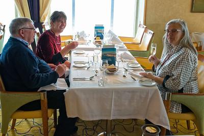 Unsere Tischnachbarn Gertrud und Martin.