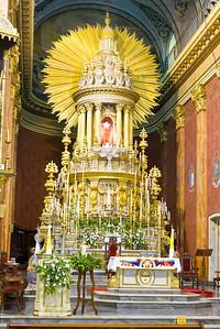 Die Kathedrale in Salta. Dort gibt es 6 Messen am Tag. Sonntags sogar 7! Und es gibt Schlangen vor den Beischstühlen.