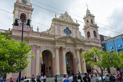 Von Ushuaia sind wir dann über Buenos Aires nach Salta geflogen.