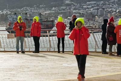 An Bord haben alle die gleichen Jacken für die Landgänge erhalten. Diese Jacken dürfen wir behalten!