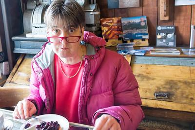 Eine kleine Stårkung in einem netten Cafe bevor es an Bord geht.