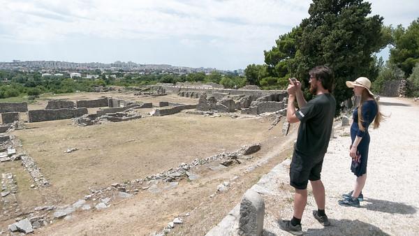 Nördlich von Split haben wir Ruinen besucht. Die konnten wir einfach mit dem Bus erreichen.