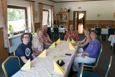 Helga und Richard sind Anfang Juli mit dem Auto nach Barrien gefahren. Bernd hat sie dort eine Woche später getroffen. Mit Erich, Karen, Ulf und Maren waren wir im Spreekenhof zum Essen.