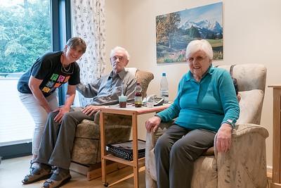 Helgas Eltern haben wir dann auch in Olpe besucht. Wir hatten eine Alexa als Geschenk vorbereitet, damit Heinz und Resi zum Beispiel Musik hören können, aber leider hat das nicht wie erwartet funktioniert. Jetzt bekommen wir die Alexa nach Norwegen!