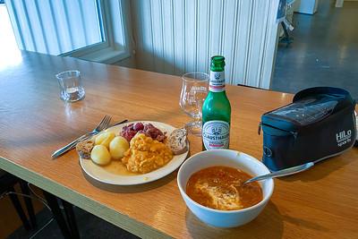 Das Mittagessen in Hamarøy war gut und reichlich.