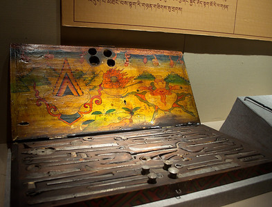 29. Juni 2013, Qinghai Tibetan Culture Museum in Xining (Medizinische Geräte)