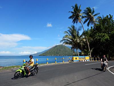 Tidore - view to Maitara + Ternate
